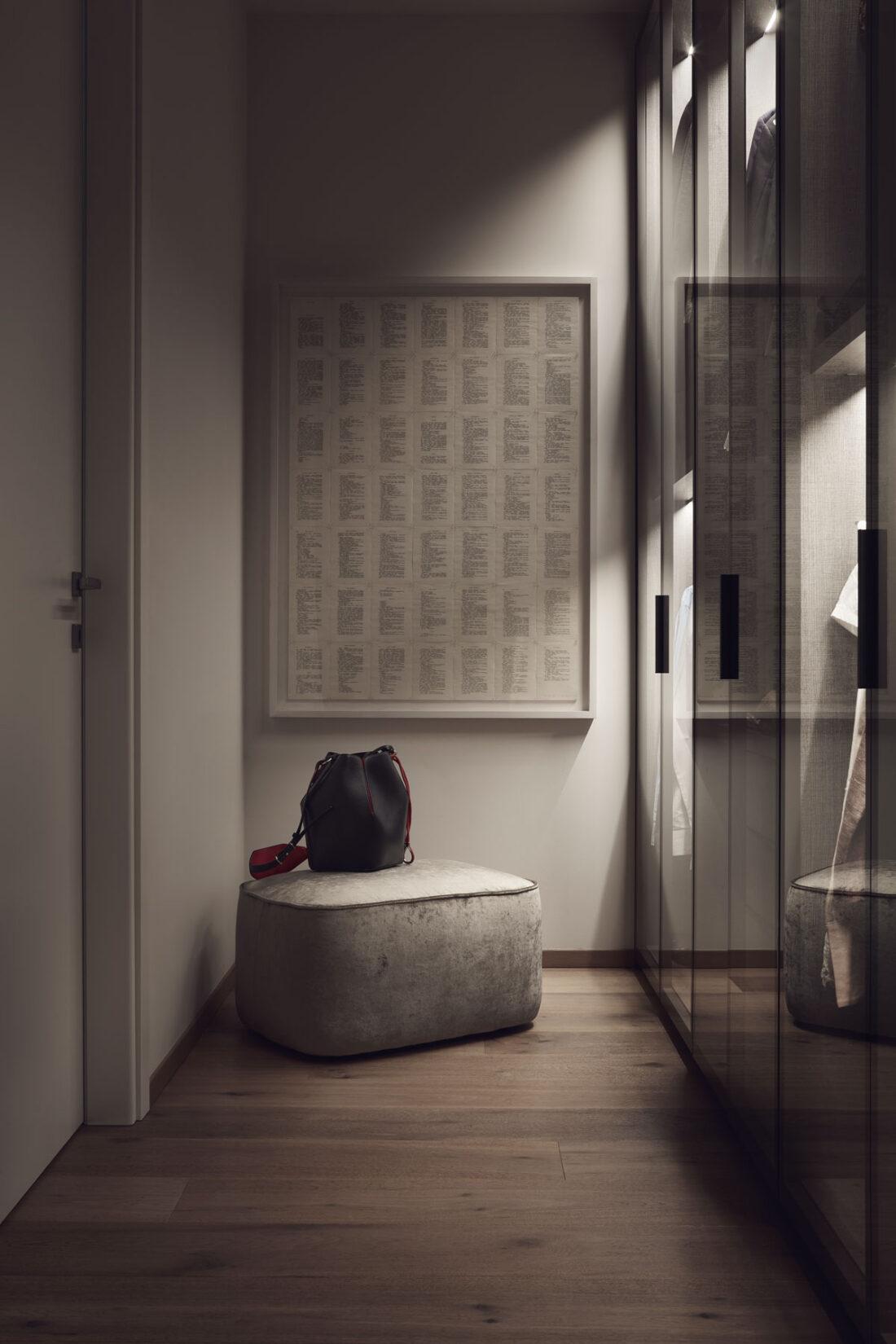 cabina armadio in vetro con pouf in velluto ed opera d'arte in carta